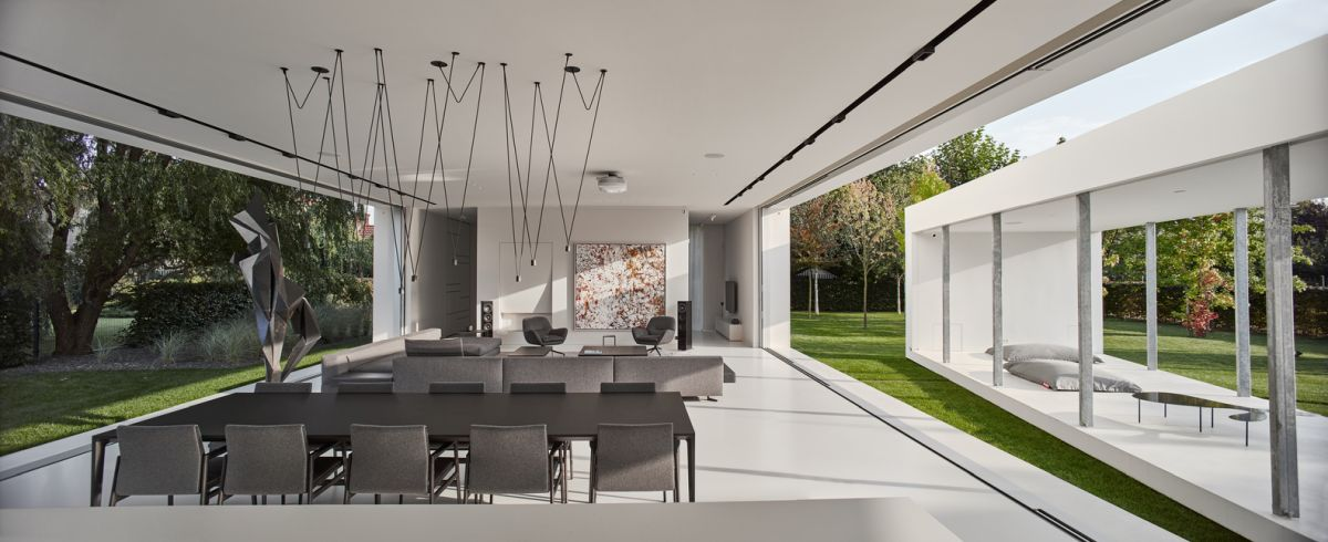 At certain points during the day, the living area and the terrace and seamlessly connected