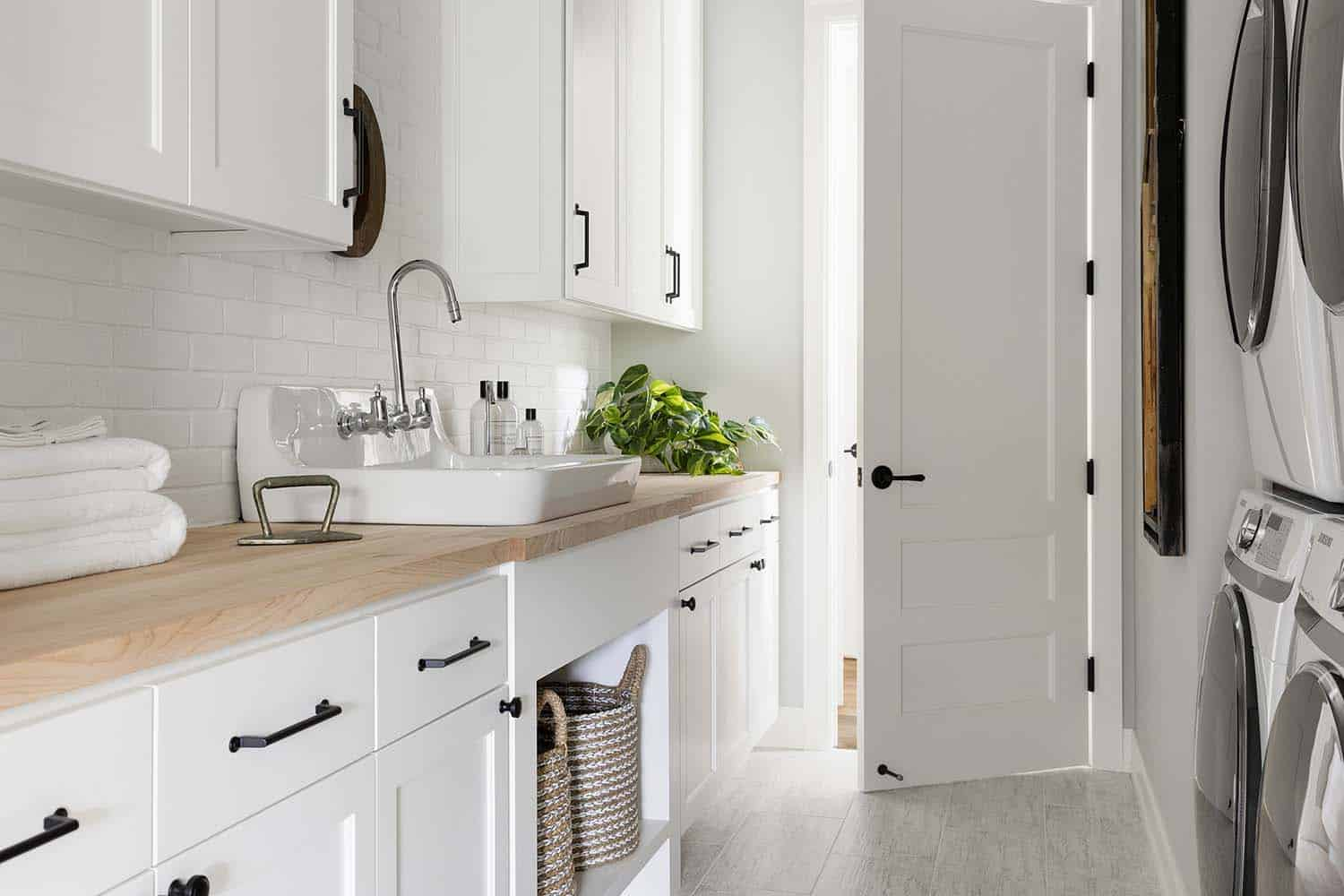 1568121741 191 25 inspiring mudroom ideas for every home and style - 25 Inspiring Mudroom Ideas For Every Home And Style