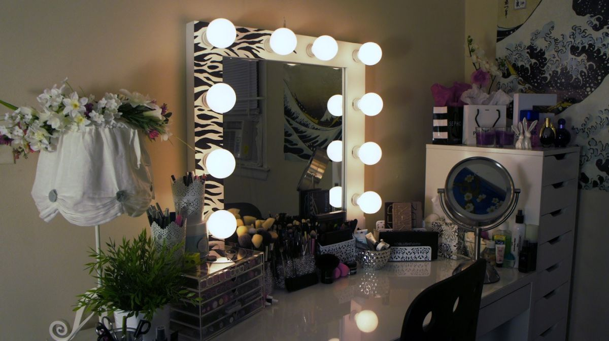 1568963050 700 10 diy vanity mirror projects that show you in a different light - 10 DIY Vanity Mirror Projects That Show You In A Different Light