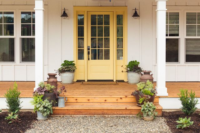 1568979930 576 farmhouse front door decors that turn houses into homes - Farmhouse Front Door Decors That Turn Houses Into Homes