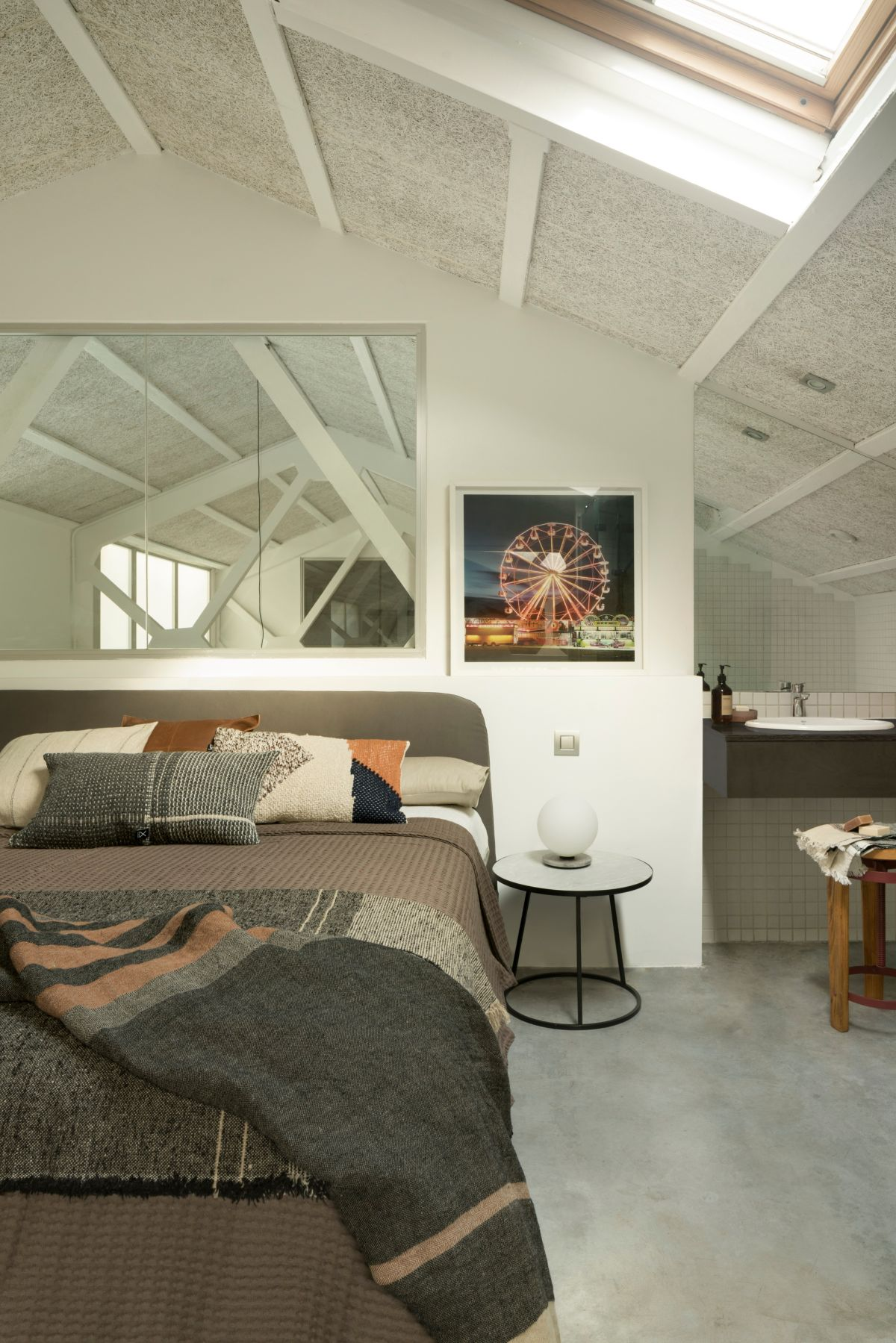 The private areas are extra cozy thanks to the pitched roof and the skylights