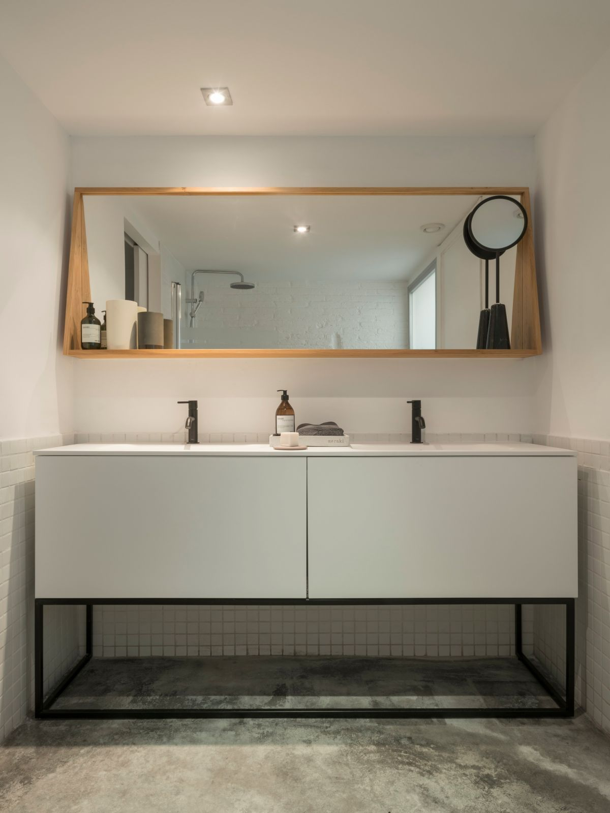 Minimalism is always present throughout the spaces, often mixed with different styles