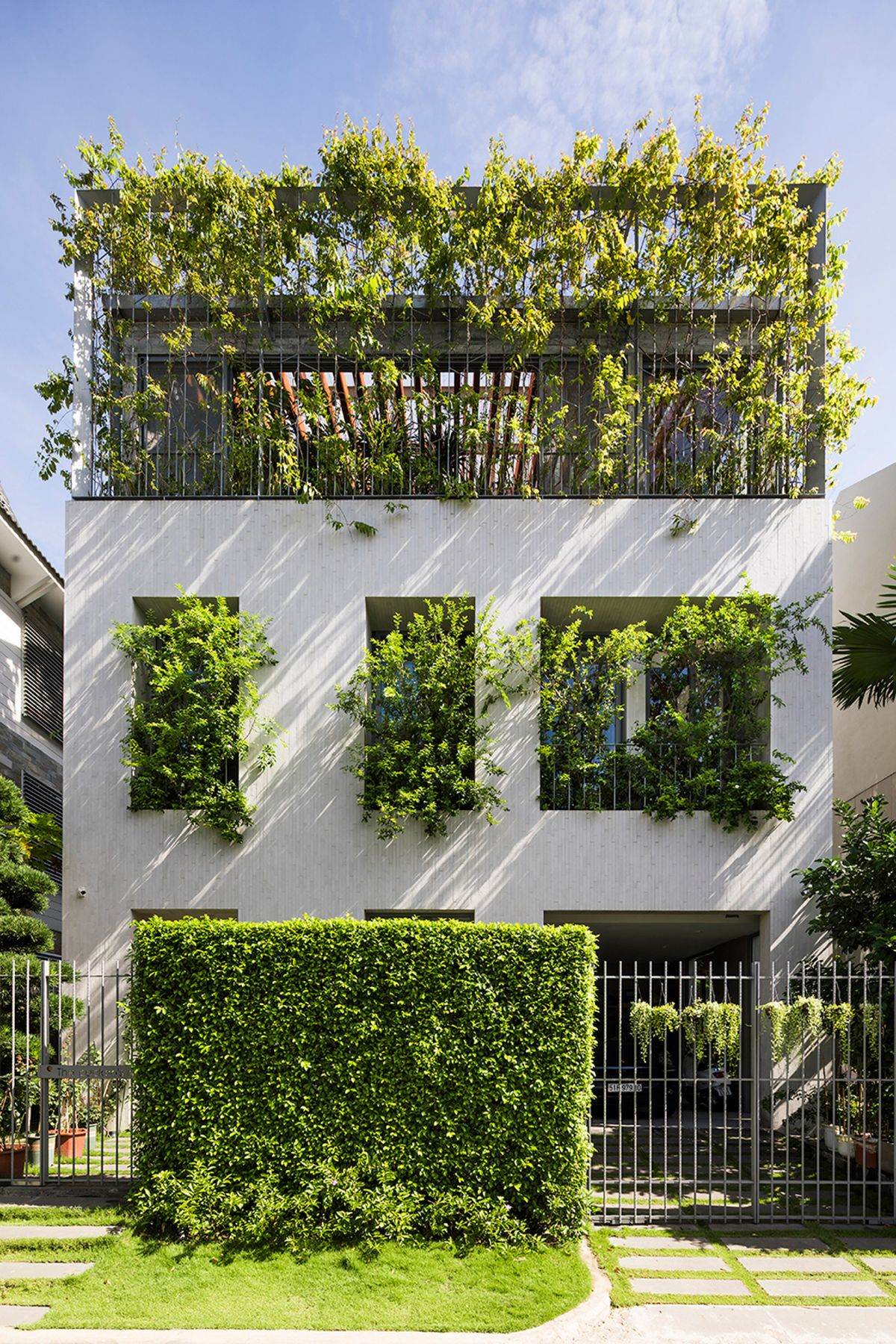 1569316431 882 amazing living facades that take over entire buildings - Amazing Living Facades That Take Over Entire Buildings