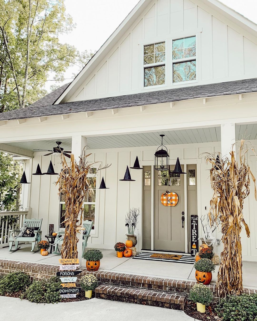 1569404385 80 front porch decor ideas to welcome fall with - Front Porch Decor Ideas To Welcome Fall With