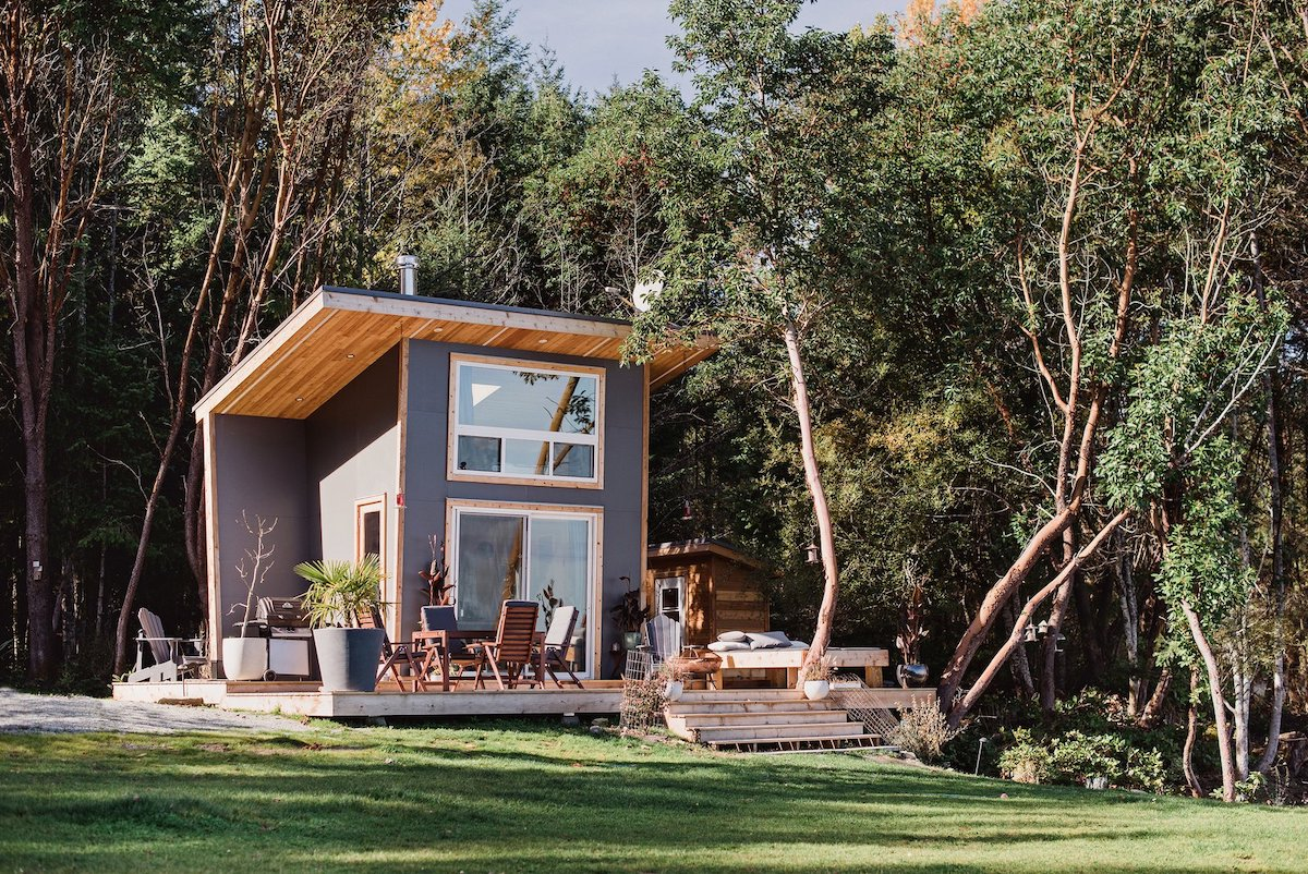 1569482301 271 tiny vacation house near vancouver conquers the gorgeous views - Tiny Vacation House Near Vancouver Conquers The Gorgeous Views