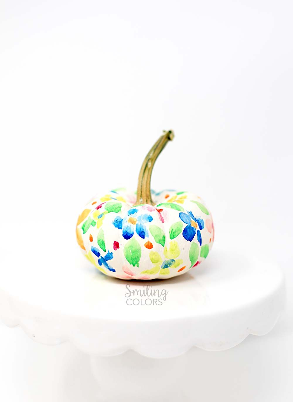 1569497090 931 how to paint pumpkins and turn them into lovely fall decorations - How To Paint Pumpkins And Turn Them Into Lovely Fall Decorations