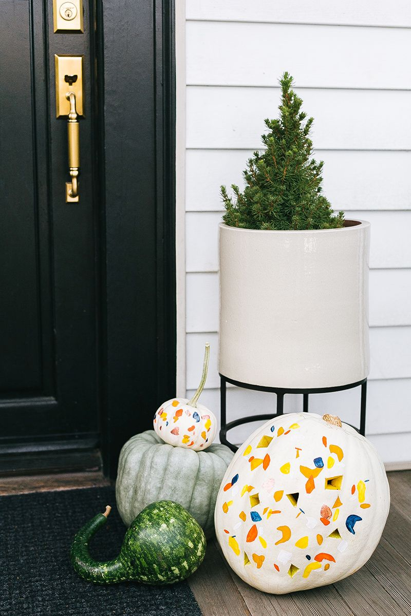 1569497090 967 how to paint pumpkins and turn them into lovely fall decorations - How To Paint Pumpkins And Turn Them Into Lovely Fall Decorations