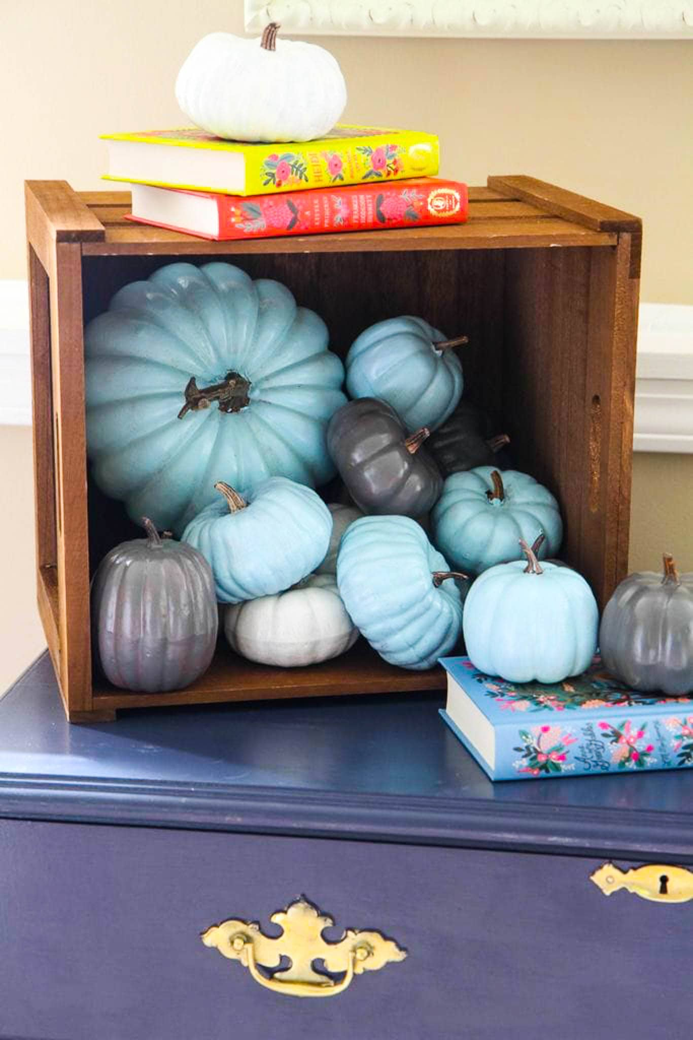 1569497091 243 how to paint pumpkins and turn them into lovely fall decorations - How To Paint Pumpkins And Turn Them Into Lovely Fall Decorations