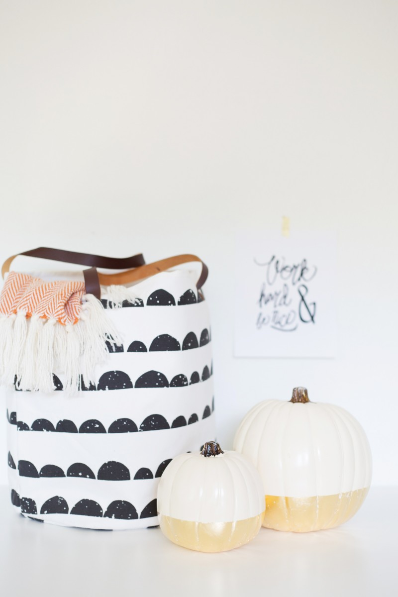 1569497091 40 how to paint pumpkins and turn them into lovely fall decorations - How To Paint Pumpkins And Turn Them Into Lovely Fall Decorations