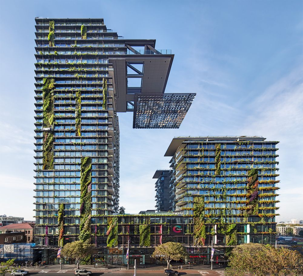 amazing living facades that take over entire buildings - Amazing Living Facades That Take Over Entire Buildings