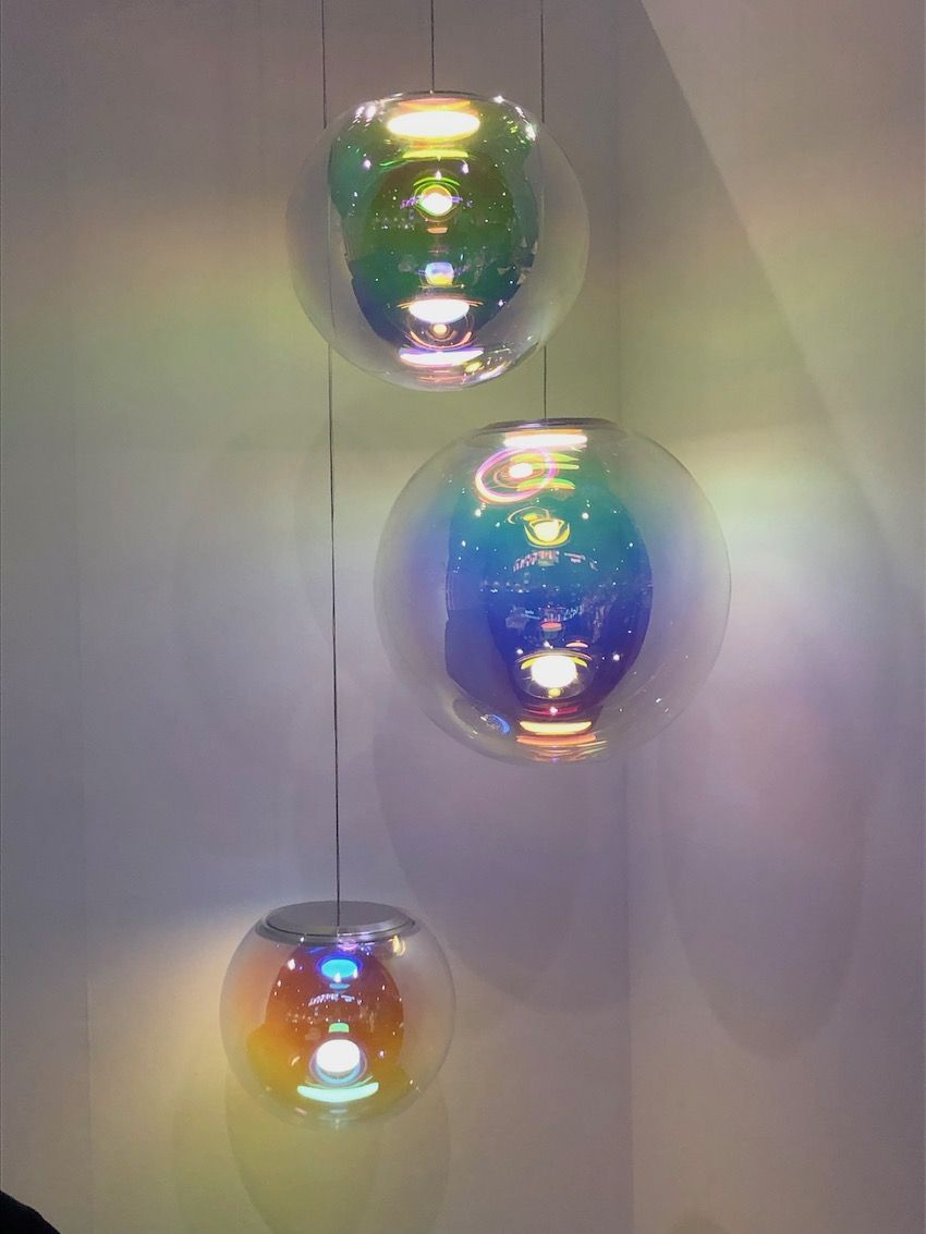1569929241 81 20 examples of why globe lights never go out of style - 20 Examples of Why Globe Lights Never Go Out of Style