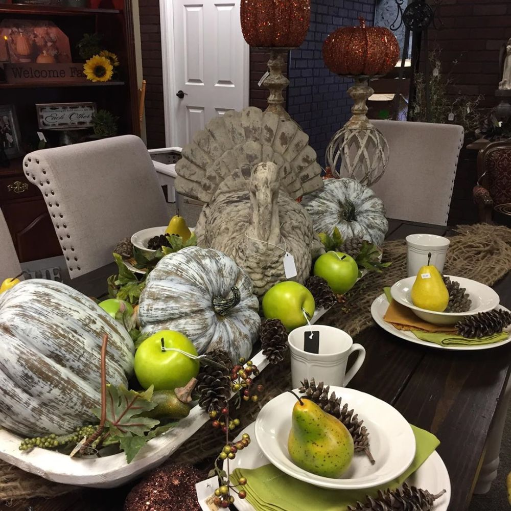 1570190899 858 funky fresh fall tablescapes from instagram - Funky Fresh Fall Tablescapes From Instagram