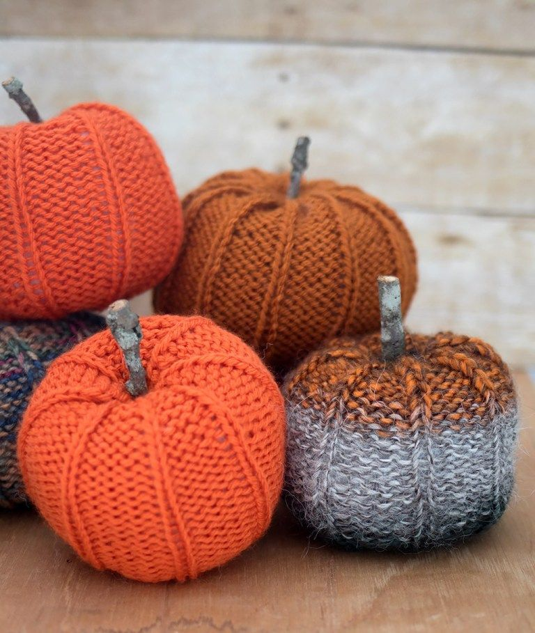 1570465729 434 15 amazing yarn halloween crafts that are absolutely adorable - 15 Amazing Yarn Halloween Crafts That Are Absolutely Adorable