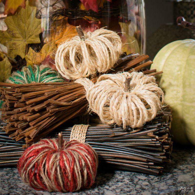 1570465729 933 15 amazing yarn halloween crafts that are absolutely adorable - 15 Amazing Yarn Halloween Crafts That Are Absolutely Adorable