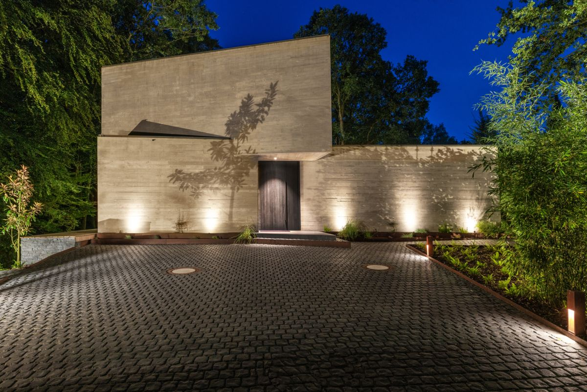 The house has an underground car park and a very simple and abstract architecture