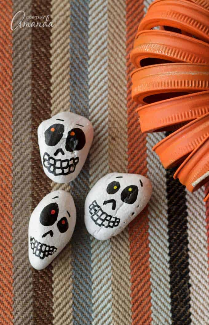 1570526991 987 start the spooky season in style with some amazing skull crafts - Start The Spooky Season In Style With Some Amazing Skull Crafts