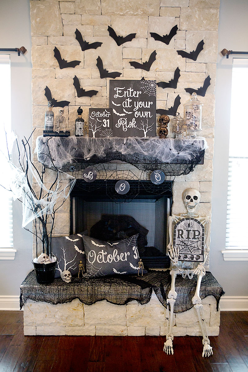 1570603338 781 cool black and white decor ideas for halloween - Cool Black And White Decor Ideas for Halloween