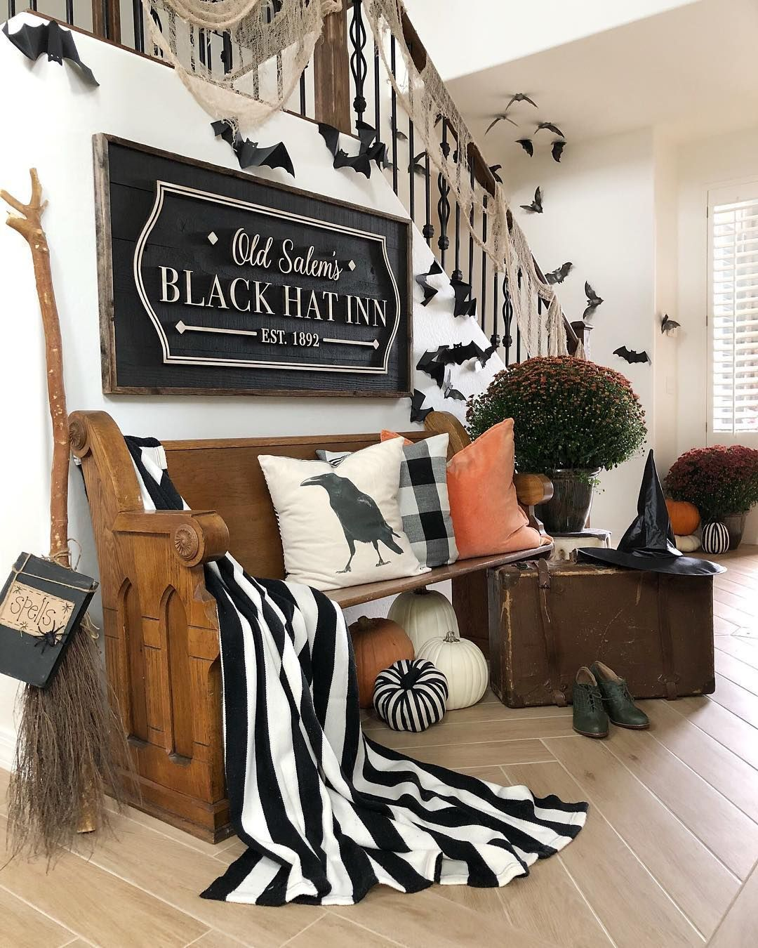 1570603340 814 cool black and white decor ideas for halloween - Cool Black And White Decor Ideas for Halloween