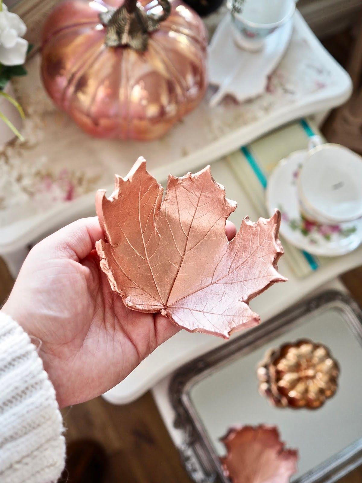 1571084282 270 beautiful leaf crafts just in time for autumn - Beautiful Leaf Crafts Just In Time For Autumn