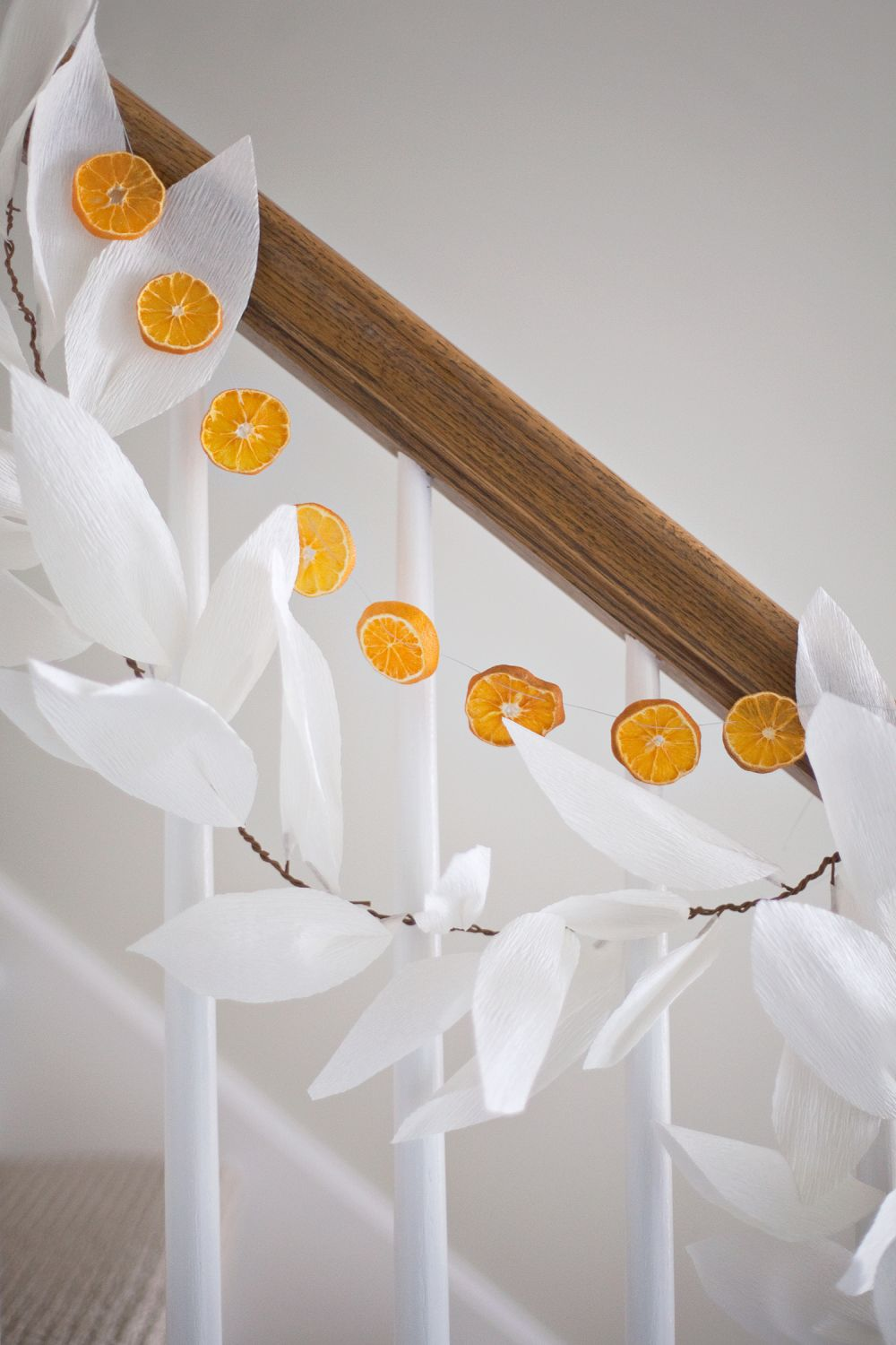 1571084282 65 beautiful leaf crafts just in time for autumn - Beautiful Leaf Crafts Just In Time For Autumn