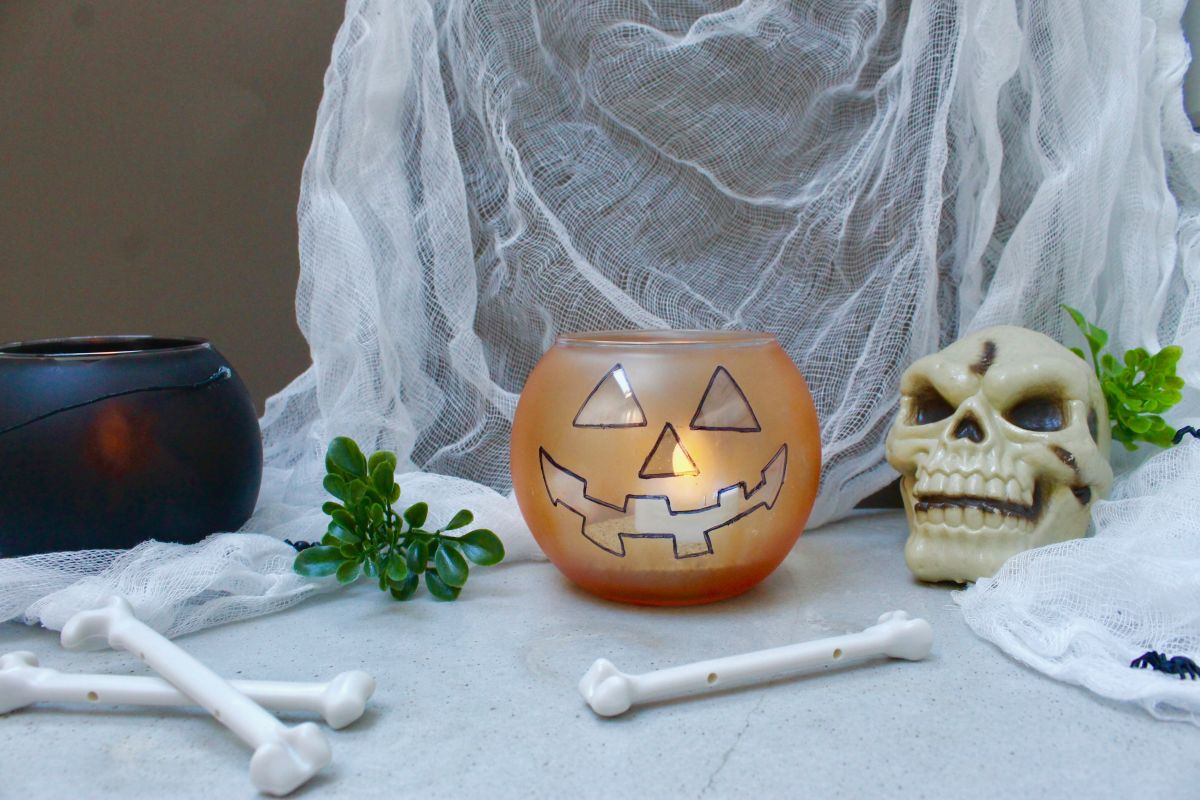 1571127052 643 diy halloween candle projects with spooky designs - DIY Halloween Candle Projects With Spooky Designs