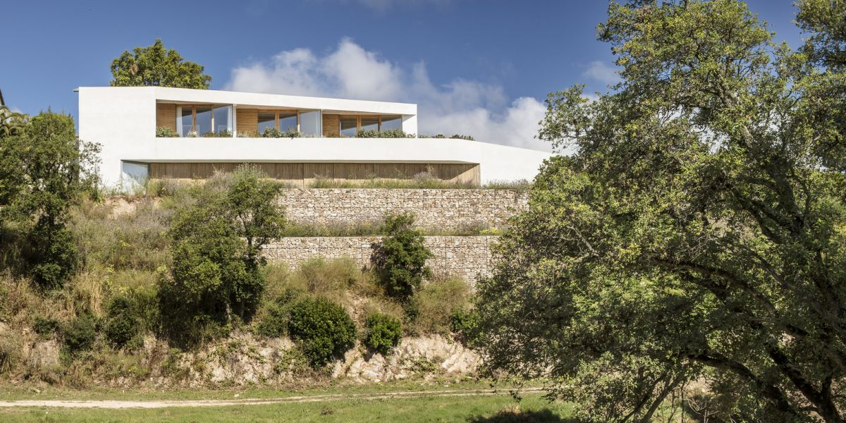 1571211046 944 white house in spain turns to the landscape - White House in Spain Turns To The Landscape