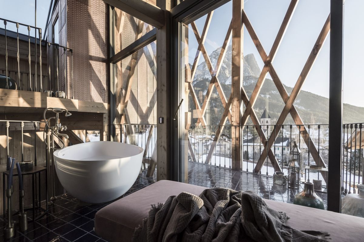 Large, full-height windows open the interior spaces to the grandiose views