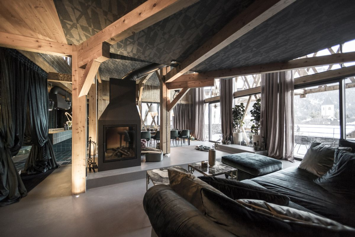The concrete floors balance out the interior decor and contrast with all the exposed wood surfaces