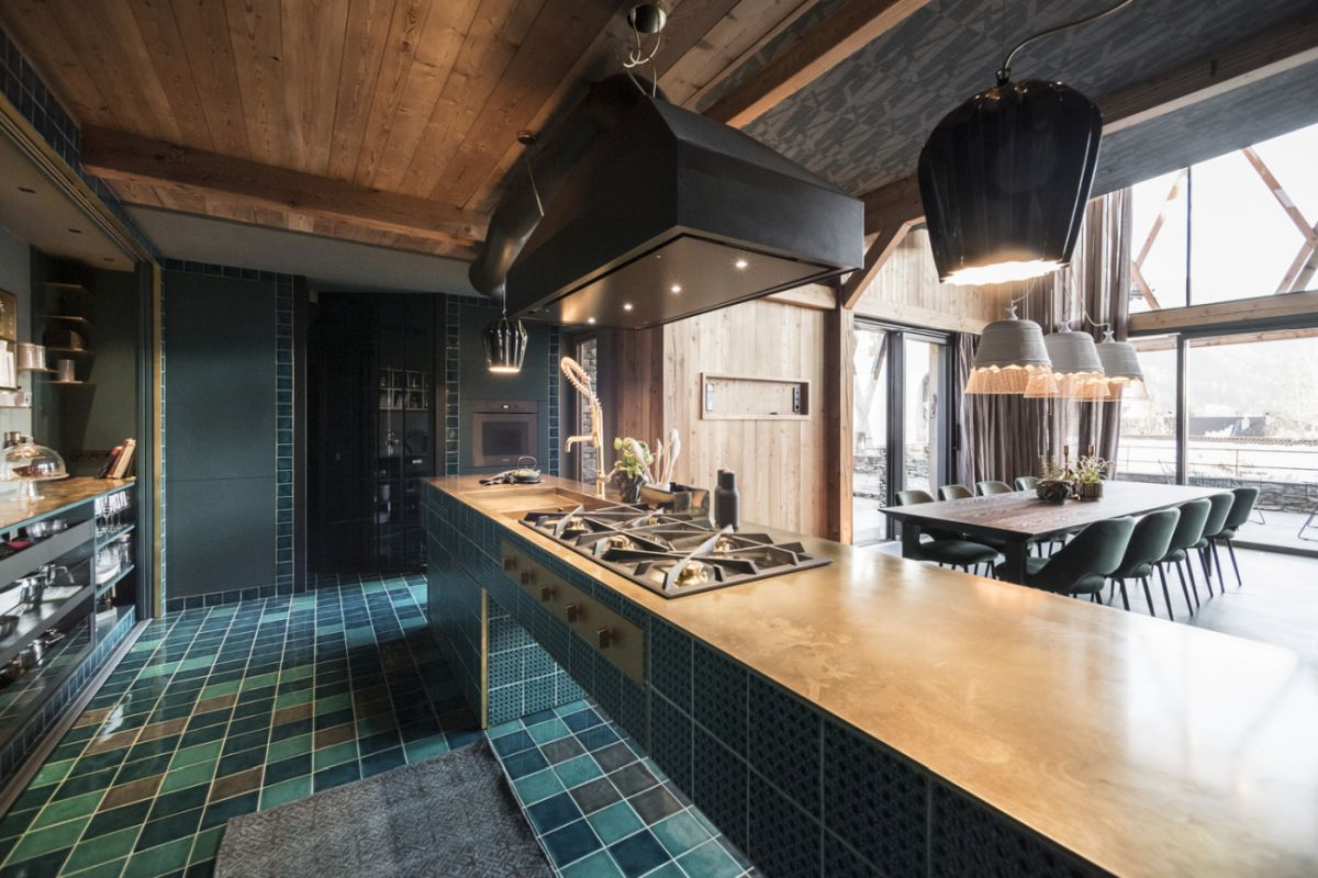 The interior design is eclectic, with traditional, rustic and modern elements seamlessly blended together