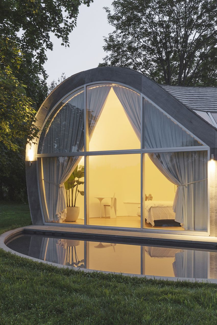 1571399381 114 long islands cocoon house hides lots of glass and boldly hued skylights - Long Island's Cocoon House Hides Lots of Glass and Boldly Hued Skylights