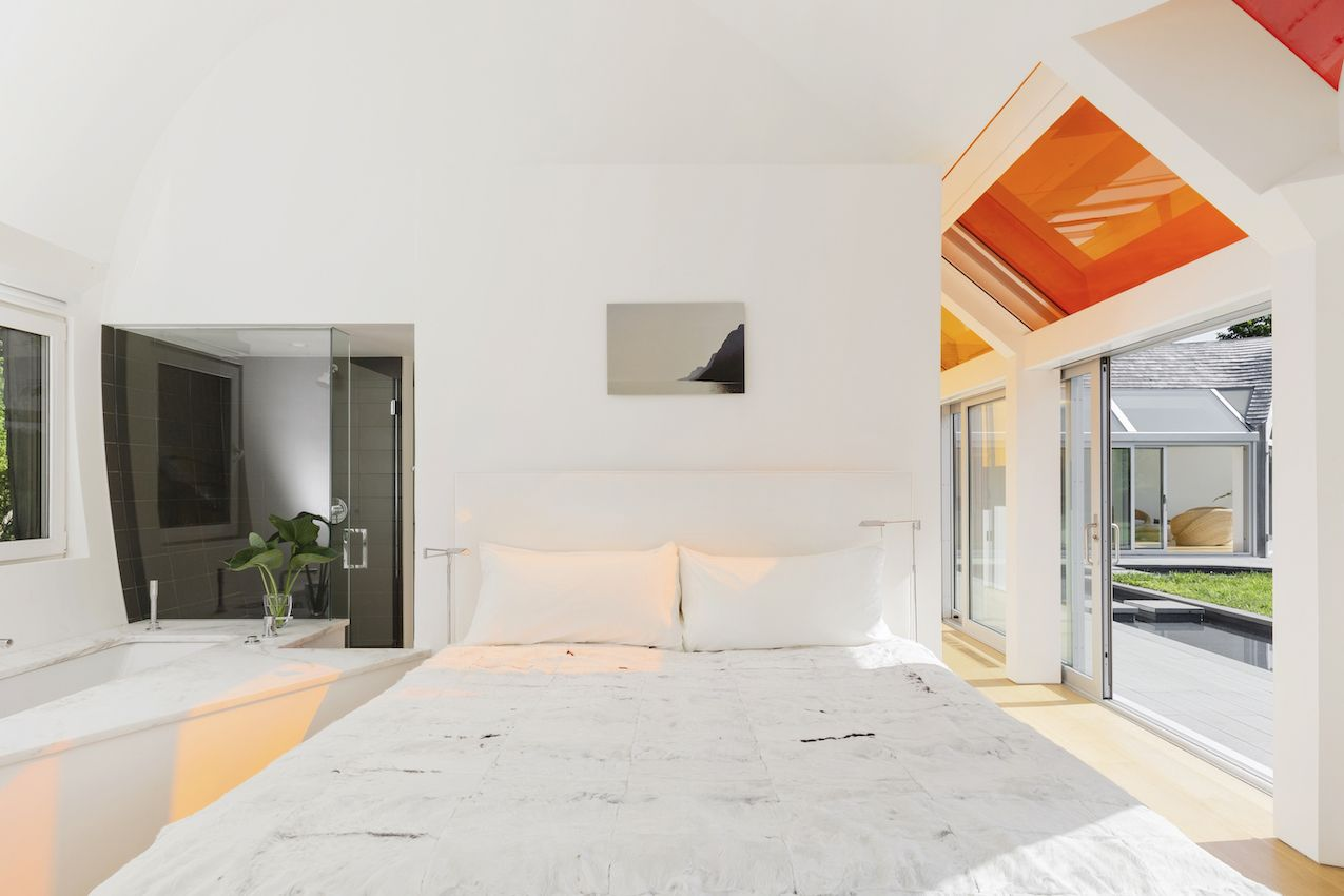 1571399381 196 long islands cocoon house hides lots of glass and boldly hued skylights - Long Island's Cocoon House Hides Lots of Glass and Boldly Hued Skylights