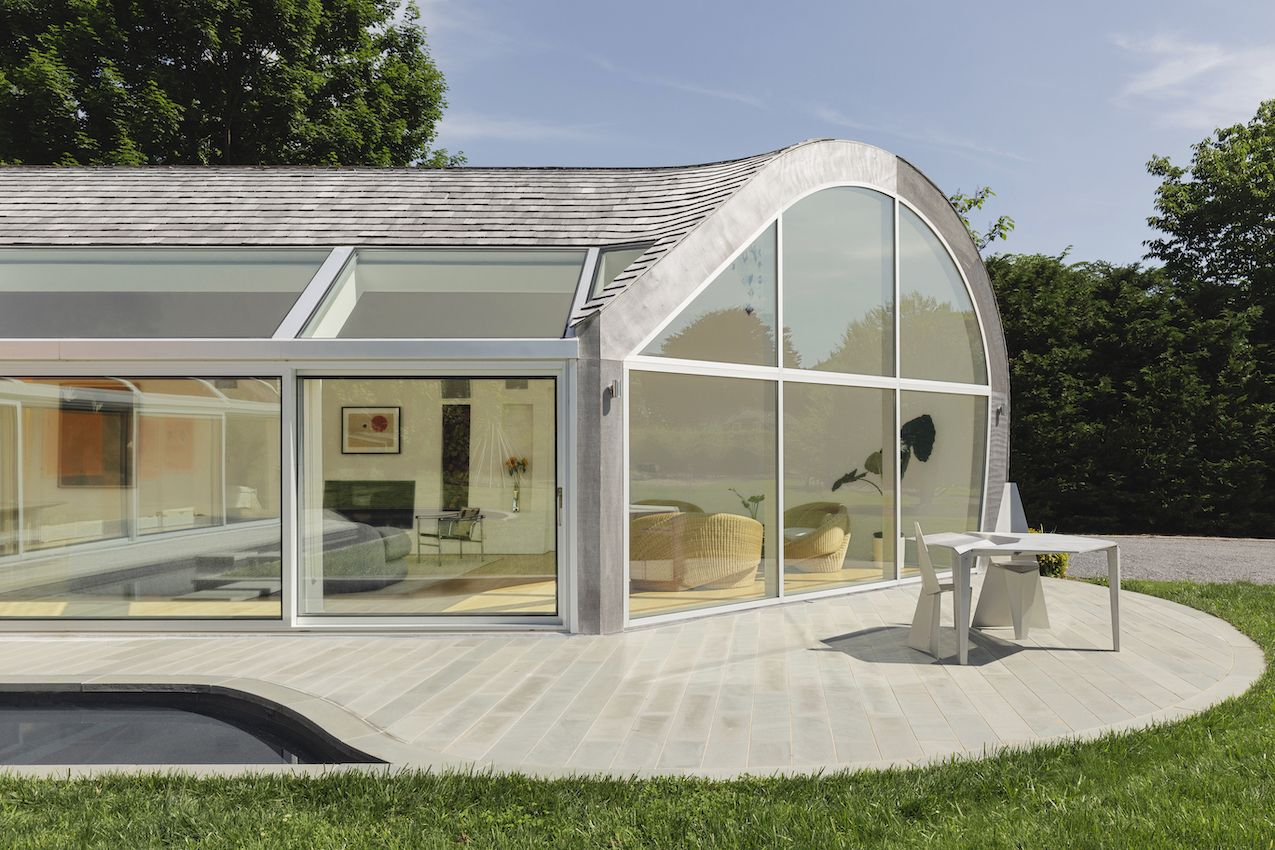 1571399382 552 long islands cocoon house hides lots of glass and boldly hued skylights - Long Island's Cocoon House Hides Lots of Glass and Boldly Hued Skylights