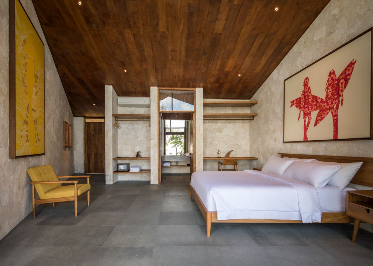 The villa has four bedrooms in total, all simple and cozy, with neutral and pleasant chromatic palettes