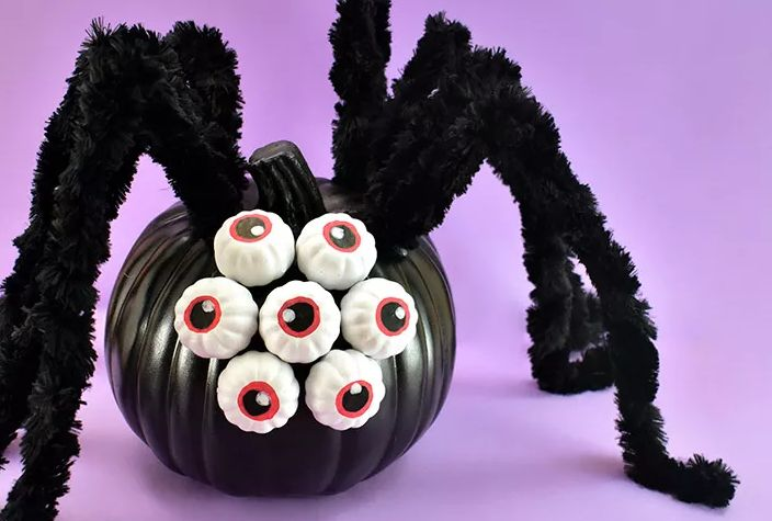 1571999738 957 10 last minute halloween crafts full of spiders and webs - 10 Last Minute Halloween Crafts Full of Spiders And Webs