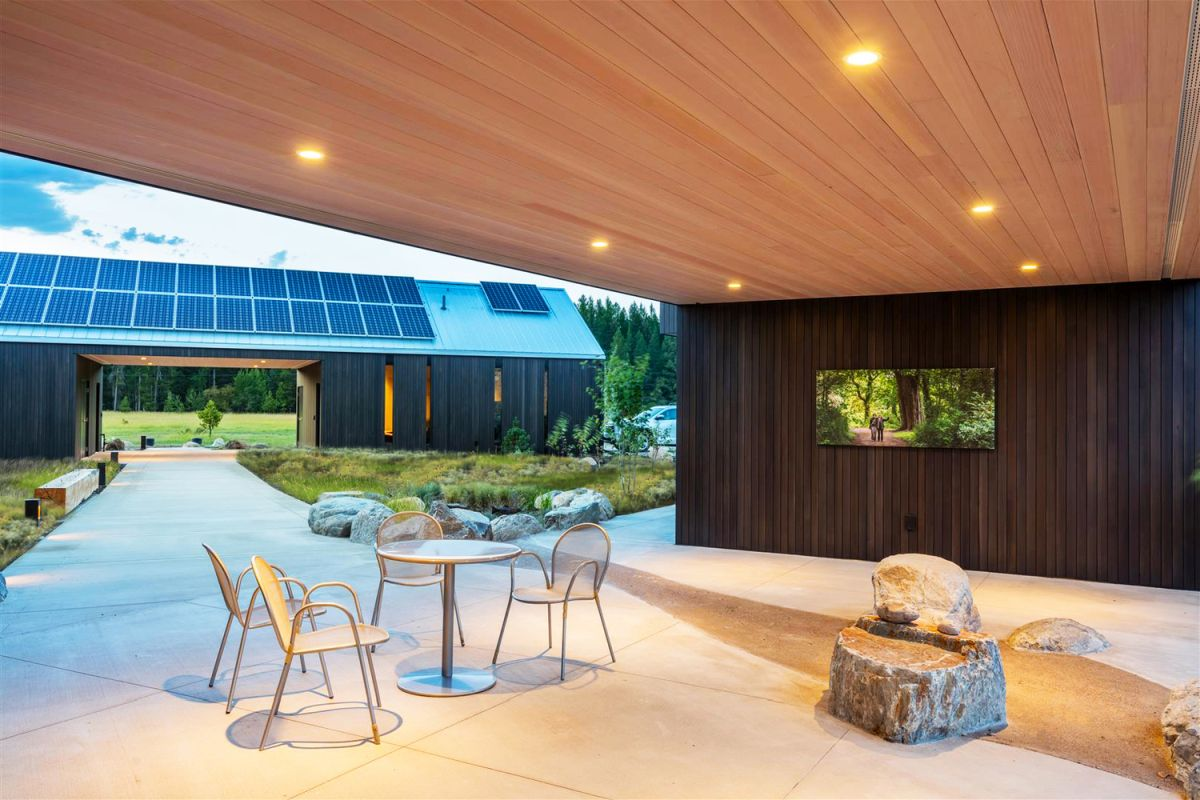 A covered porch was created between the main house and the guest house, with a TV for outdoor movie time