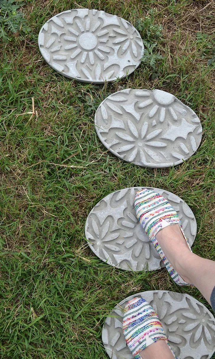 1572258208 450 how to make garden stepping stones with unique and quirky designs - How To Make Garden Stepping Stones With Unique and Quirky Designs