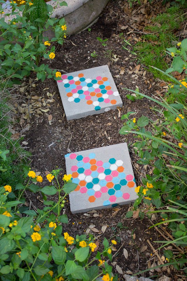 1572258208 755 how to make garden stepping stones with unique and quirky designs - How To Make Garden Stepping Stones With Unique and Quirky Designs