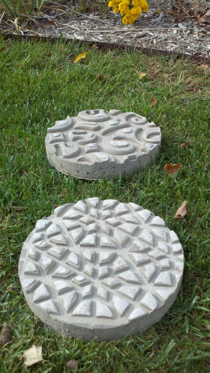 1572258210 282 how to make garden stepping stones with unique and quirky designs - How To Make Garden Stepping Stones With Unique and Quirky Designs