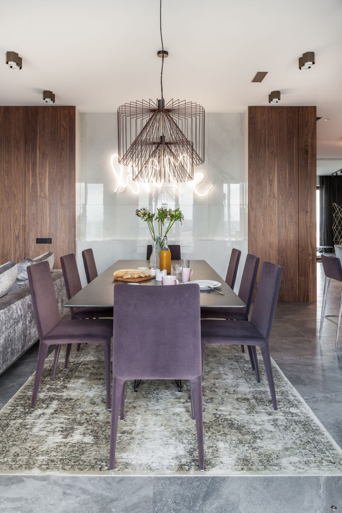 1572340907 574 posh apartment in minsk gets a complete remodel - Posh Apartment in Minsk Gets A Complete Remodel
