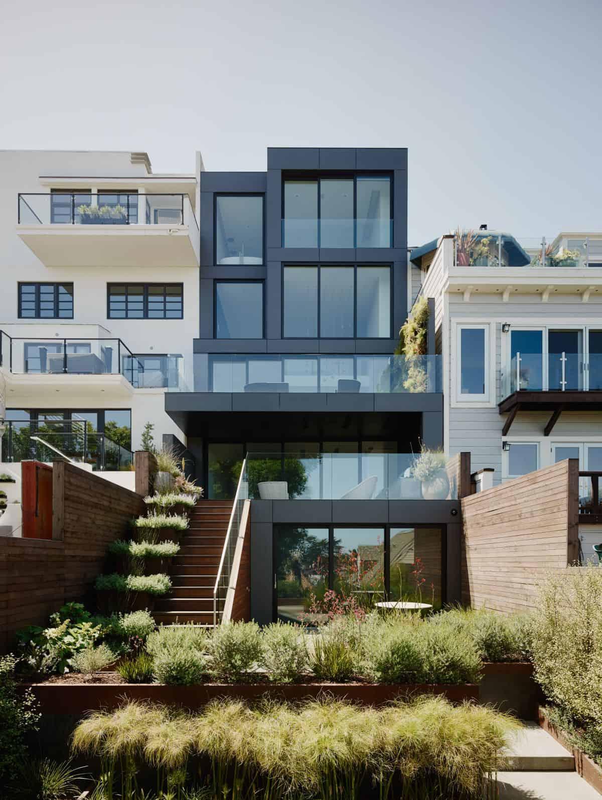 1572446304 210 10 amazing backyard landscape ideas for modern homes - 10 Amazing Backyard Landscape Ideas for Modern Homes