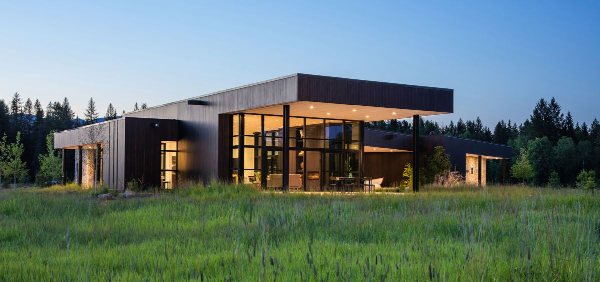 gorgeous family home in montana merges with a lush green valley - Gorgeous Family Home In Montana Merges With A Lush Green Valley