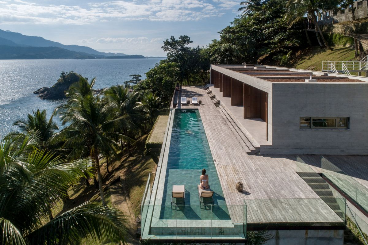 massive house in brazil embraces its prime seaside location - Massive House In Brazil Embraces Its Prime Seaside Location