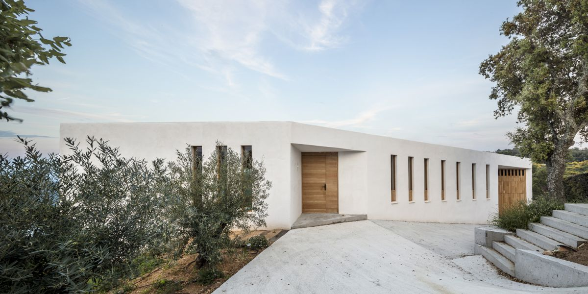 white house in spain turns to the landscape - White House in Spain Turns To The Landscape
