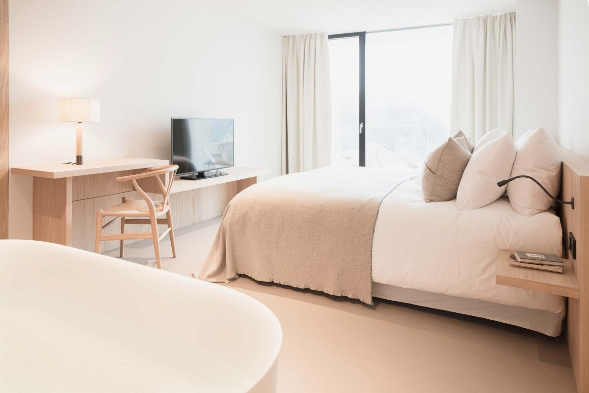 1572605432 861 20 beautiful examples of how a master bedroom should look like - 20 Beautiful Examples Of How A Master Bedroom Should Look Like
