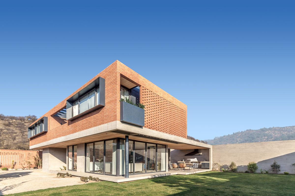 1572856645 957 modern house in chile sits on an almost flat piece of land - Modern House in Chile Sits On An Almost Flat Piece Of Land