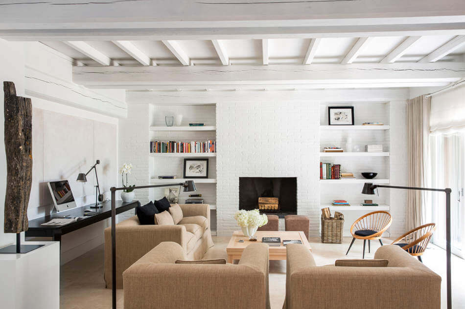 White furniture can also comes in the form of accent pieces which complement the primary pieces and their colors