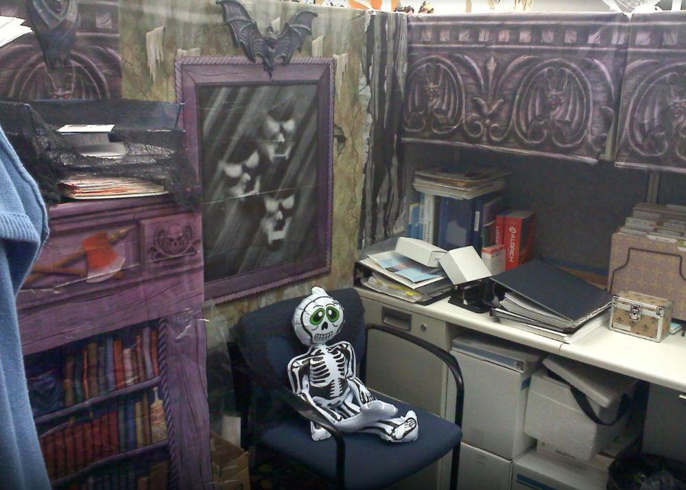 1572969950 370 fun and spooky halloween office decor ideas - Fun And Spooky Halloween Office Decor Ideas