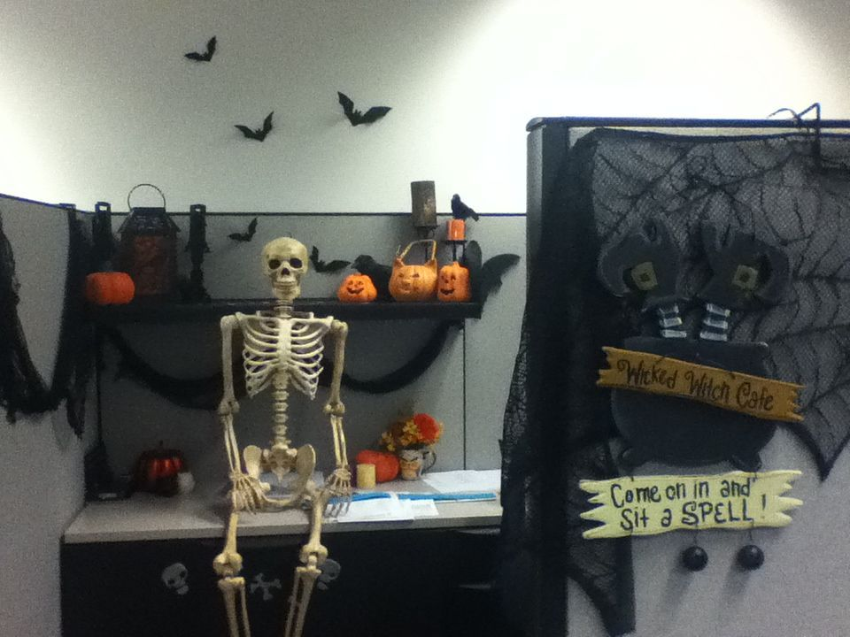1572969950 749 fun and spooky halloween office decor ideas - Fun And Spooky Halloween Office Decor Ideas