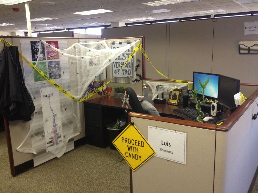 1572969950 941 fun and spooky halloween office decor ideas - Fun And Spooky Halloween Office Decor Ideas