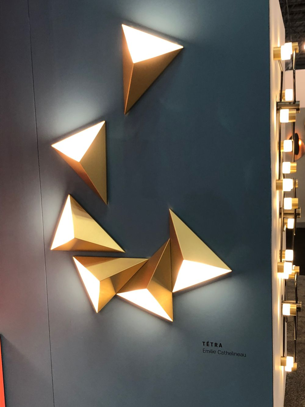 1572980598 662 10 wall lights with exceptional designs and lots of style - 10 Wall Lights With Exceptional Designs And Lots Of Style